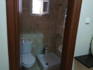 נכסים ביוון- דירת שני חדרים להשקעה בסלוניקי ביוון - מקלחון ושירותים (2)